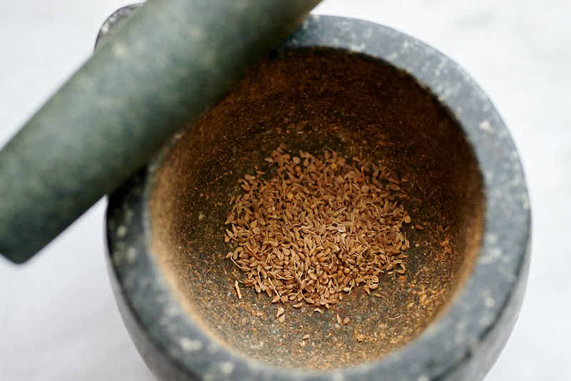 Grinding spices for pepperoni